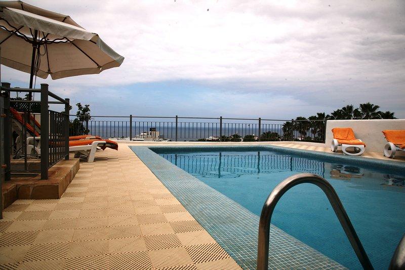 Verwarmd prive zwembad van Villa Alegria, Tenerife. Oceaan, de promenade en de stranden op loopafstand.