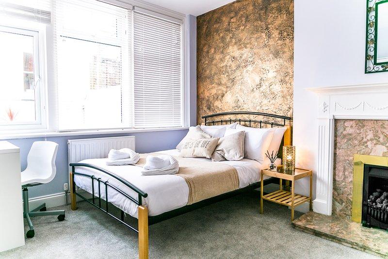 Seven Sisters - Double Bedroom - En-suite, vacation rental in Eastbourne