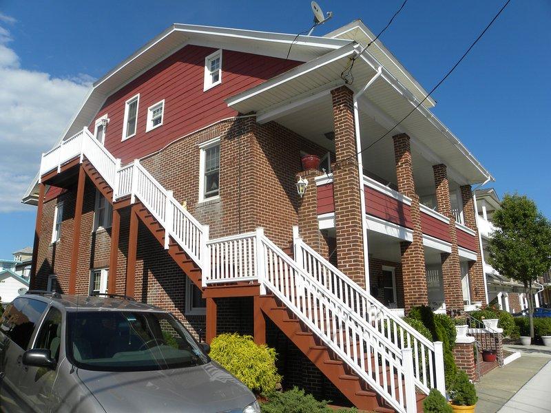 Lato della casa, ingresso per il 2 ° e 3 ° piano