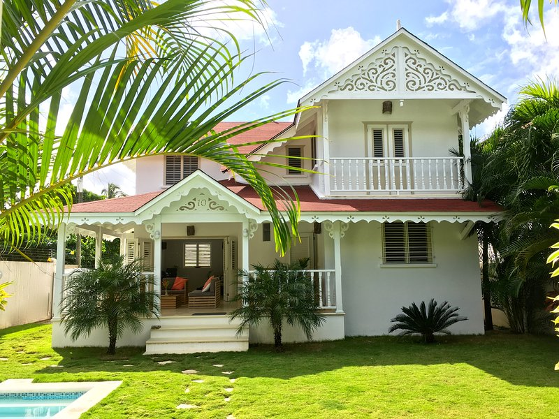 RYAN's BEACH house , Good rates , close to town & Beach , Private pool!, location de vacances à Las Terrenas
