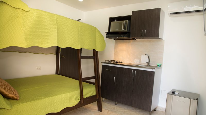 Hollywood Beach Suite 404 Has Cable Satellite Tv And