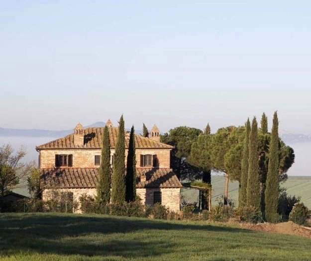 Located in a rural setting. 5 minutes from Pozzuolo. Early morning view of I Lecci.