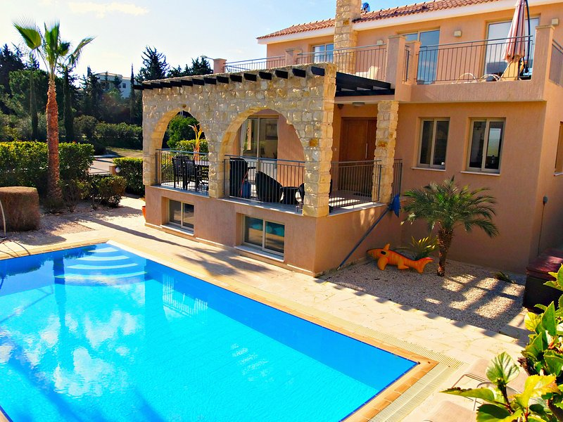 Exclusive Luxury Villa - Private Sandy Beach - Heated Pool & Jacuzzi -Games Room, holiday rental in Argaka