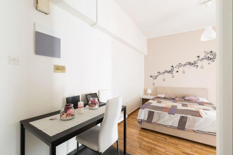 Central Athens Apartment, holiday rental in Chaidari
