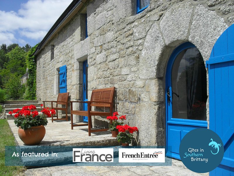 Beautiful Wisteria Cottage - Stunning views, 4 acres, Pools, Free bikes & WiFi, vacation rental in Plouay