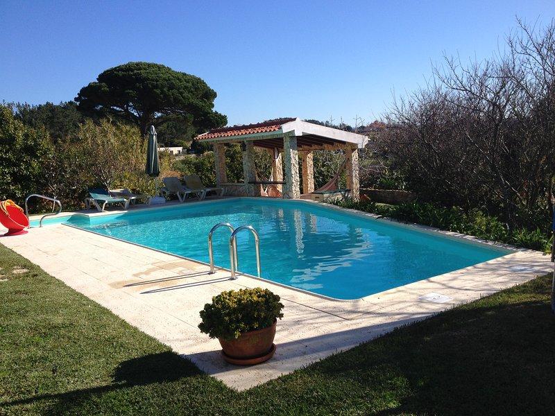 exterior, piscina e telheiro