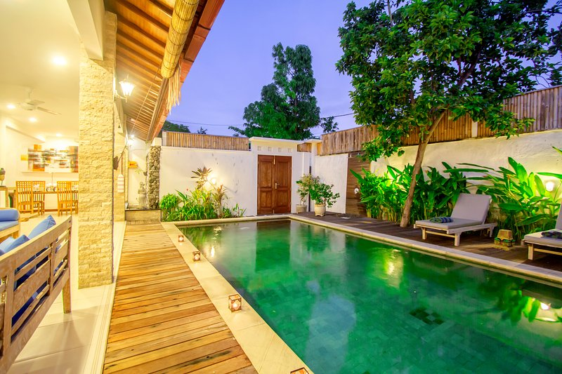 Vista piscina dal soggiorno. Tempo di rilassarsi
