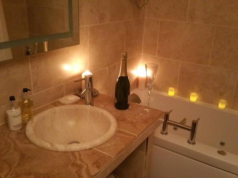Jacuzzi Bath, bathroom has underfloor heating.