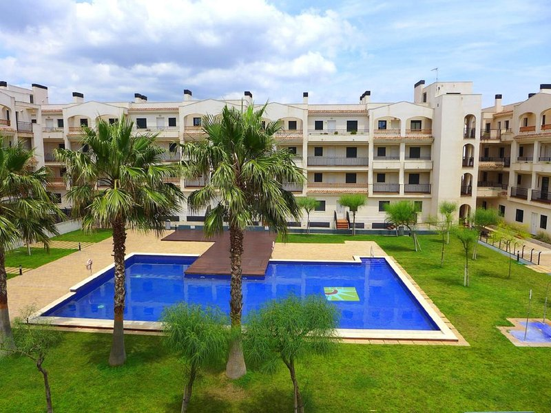 complex with spacious play areas and direct access to the beach