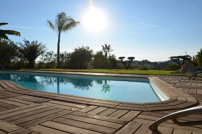 Villa Angel - Panoramic view with magnificent pool and pool house, holiday rental in La Gaude