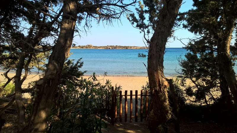 Access to the beach from the villa.Direct and private acces on the preserved bay of Grammeno.
