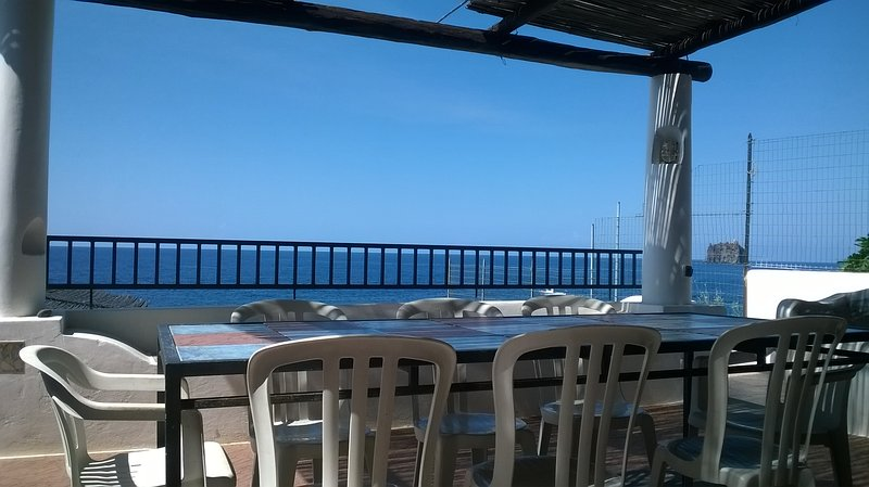 Princo double room front beach spectacular view, holiday rental in Stromboli