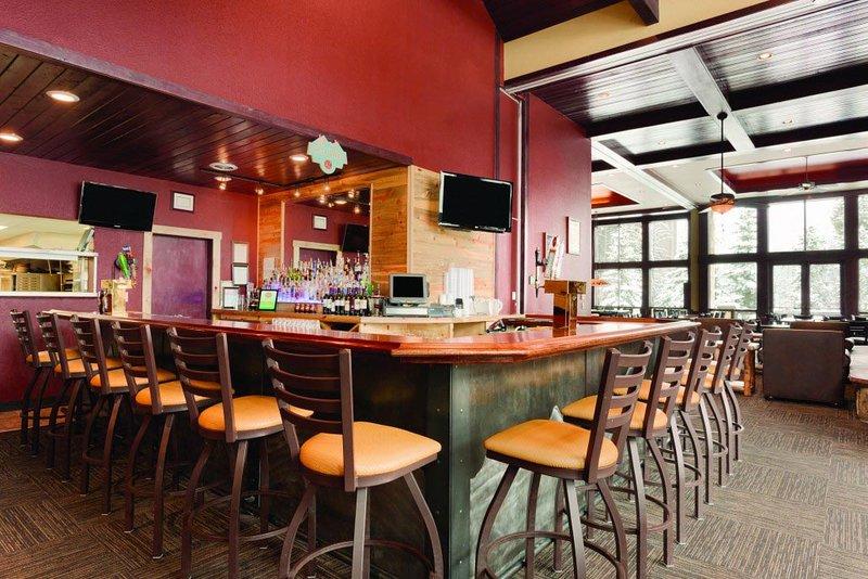 El restaurante y el bar premisa para los deportes en la televisión y la hora feliz