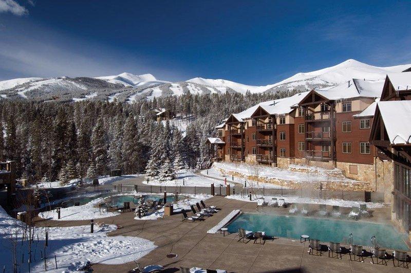 La belleza y la serenidad de las Montañas Rocosas de CO en una de las mejores ciudades de esquí más antiguas y de CO !!