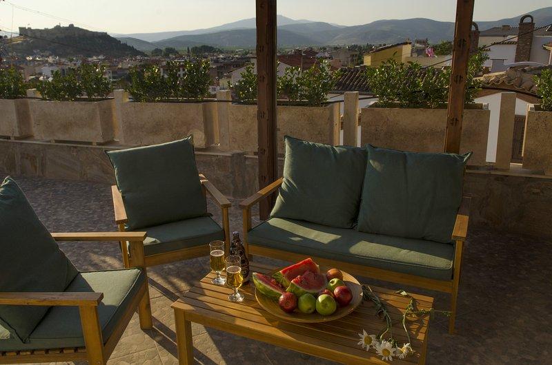Riesige Terrasse mit byzantinischen Blick auf die Burg, hier können Sie speisen, Grill und die Aussicht genießen