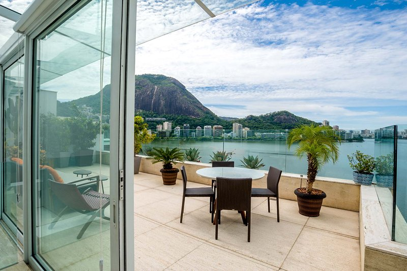 Penthouse:2 Story, 800m2 w/ pool on Lagoa (inc 200m2 outdoor/terrace/pool space), vacation rental in Duque de Caxias