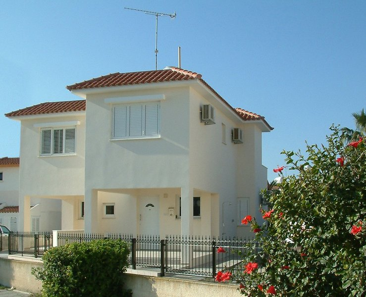 Aynine,  a holiday house, just 3minutes walk to the beach at Larnaca Bay, holiday rental in Larnaca