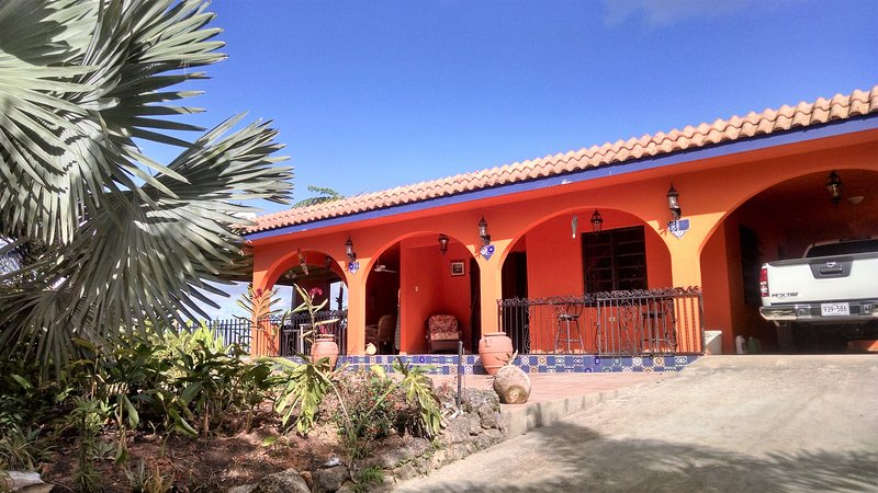 Casa Buena Vista 270° magnificent mountain views NO AIR CONDITIONING NEEDED, holiday rental in Hatillo