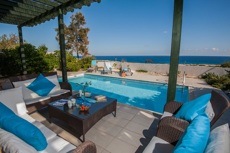 Villa Jakob, Front Sea View, Inviting, Cool and Breezy 3 Bedroom Villa in Protaras