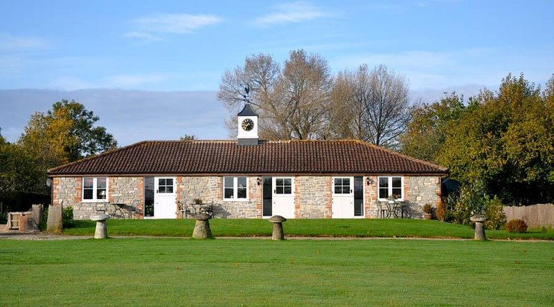 Westport Farm Cottages icónica torre del reloj del edificio
