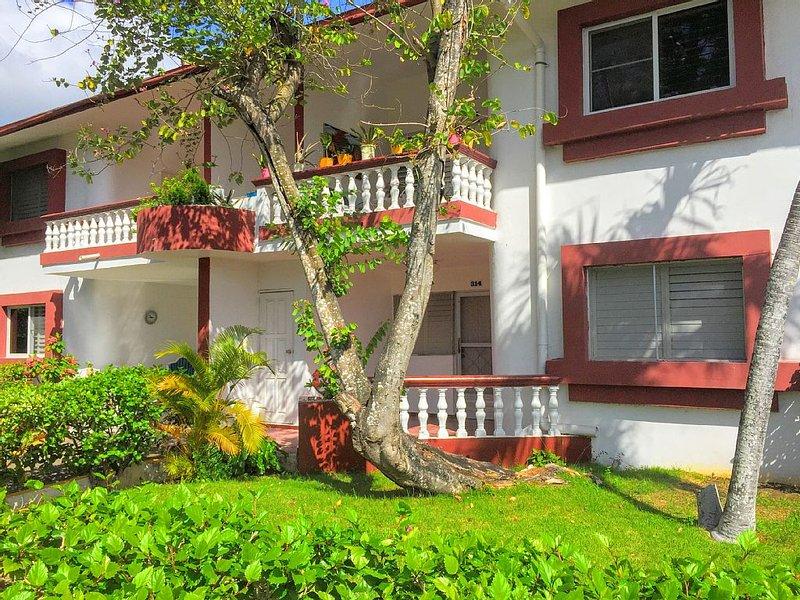 Boca Chica ☀️ 2 Bed, 2 Bath Cottage Close to Beach Fun and Supermarket!, aluguéis de temporada em Boca Chica
