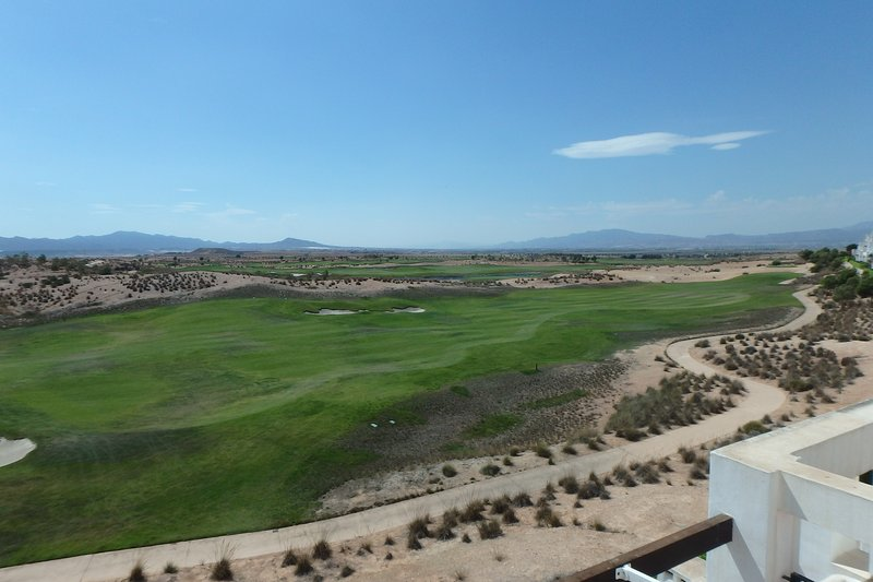 Enjoy the magnificent views of penthouse Golfview on the 18-hole golf course.