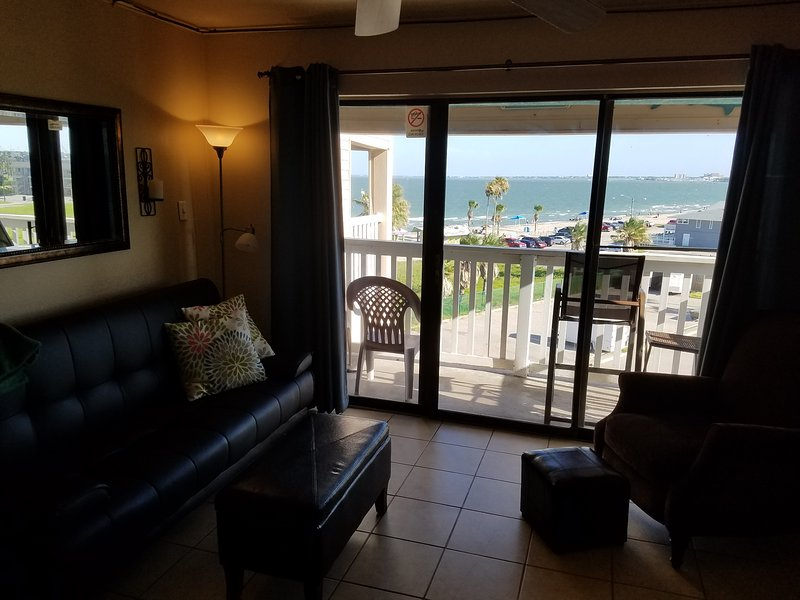 Waterfront Condo PLUS 2 Pools located on the Beach in Corpus Christi, vacation rental in Corpus Christi
