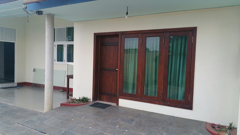 Luxury .Guest House for foreigners, holiday rental in Pamunugama