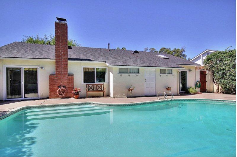 Santa Barbara -Large 4BR 2BA ,pool, hot tub,beach,UCSB, Bacara,11 people, casa vacanza a Goleta