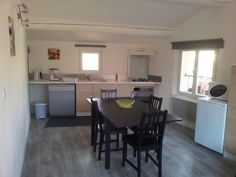 Lolile 3 : Spendide appartement au calme, centre ville, proche commodités, casa vacanza a L'Isle-sur-la-Sorgue