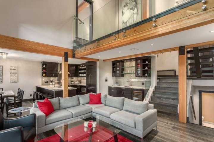 5 STAR ACCOMMODATIONS! LUXURY STAY WITH MEDIA ROOM + PRIVATE HOT TUB Chalet in Whistler