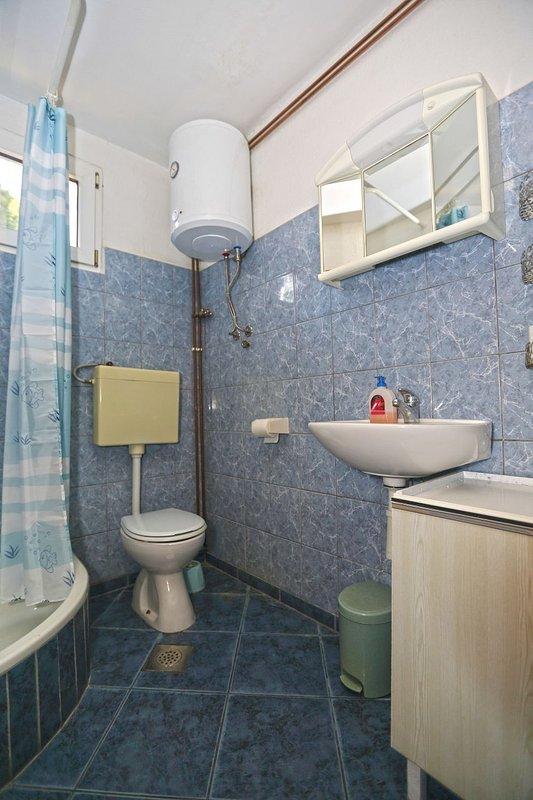 A4 (2 + 1): baño con inodoro.
