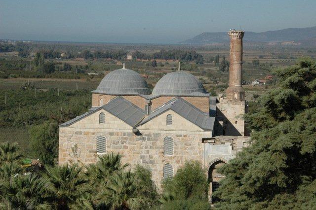 Mezquita Isabey y playa en la distancia
