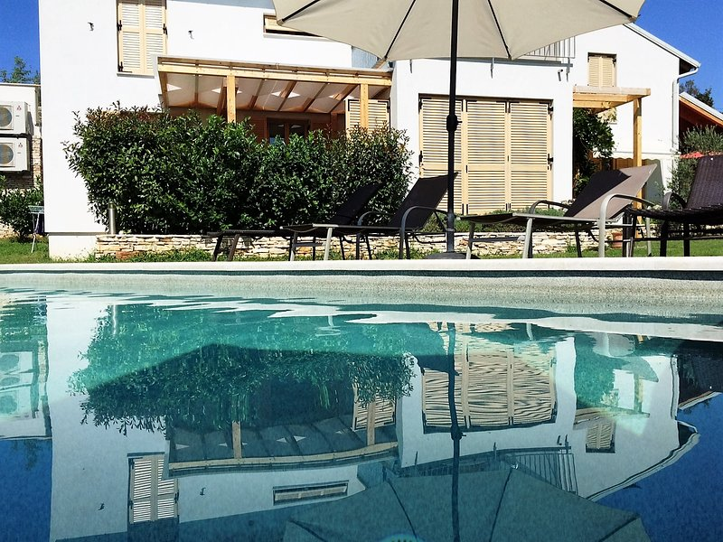 Casa Bamboo  - 1 with the pool, vacation rental in Banjole