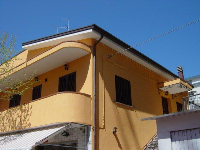 Appartamento trilo tipo 3 mansardato in Riccione, location de vacances à Coriano