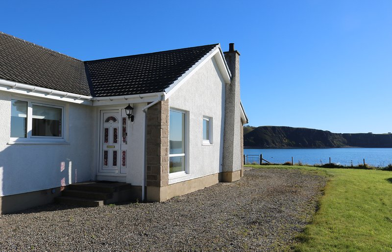 Ard na Mara, waterfront holiday cottage on Skye, casa vacanza a Balgown