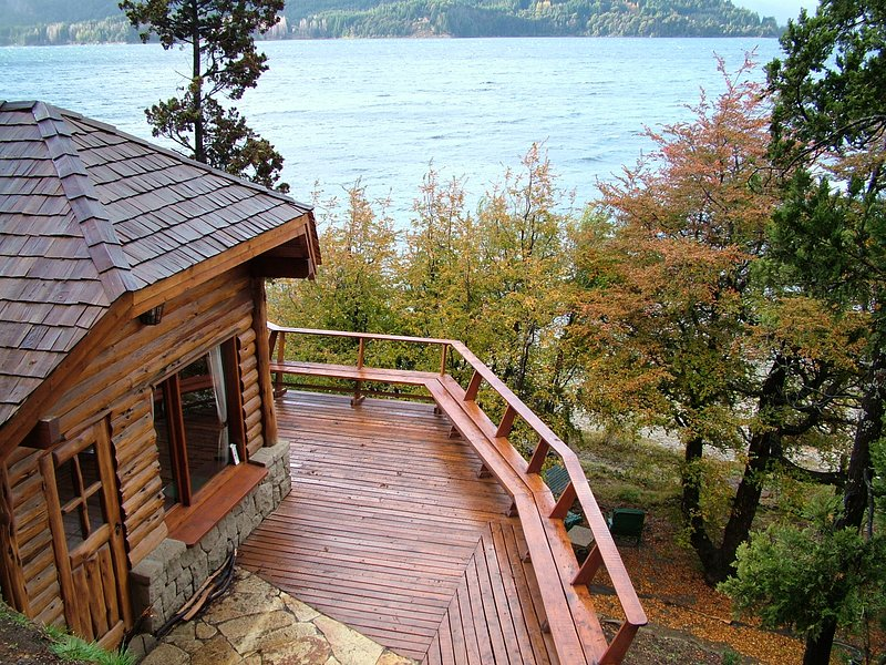 Cozy home on the lake shore, casa vacanza a Villa Catedral