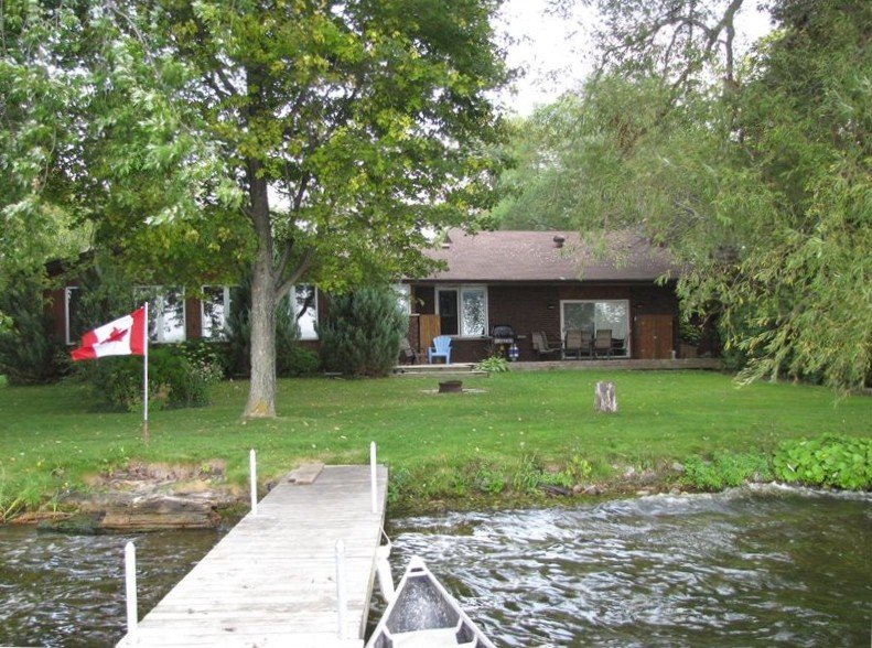 Kawarthas Lakefront Four Season Executive Cottage