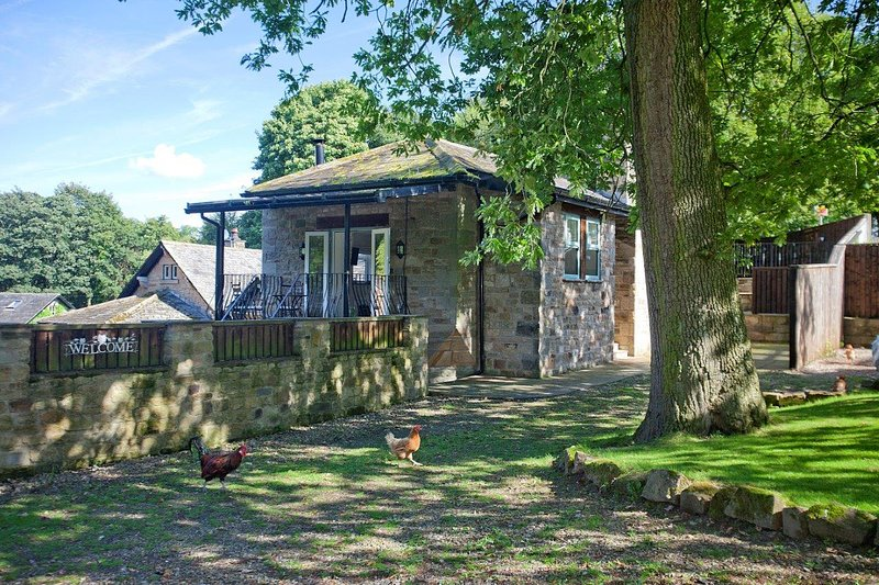 Historic picturesque cottage in serene rural setting with river walks and access to Lancaster Centre