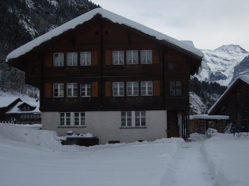 'Auf dem Grund - Burglauenen'  2½ - Zimmer-Ferienwohnung, holiday rental in Bernese Oberland