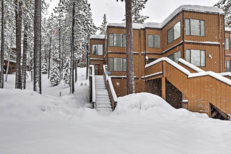 Este condominio cuenta con una ubicación ideal, a solo 2 minutos del centro de South Lake Tahoe.