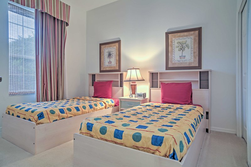 The kiddos will love this room, equipped with 2 twin beds!