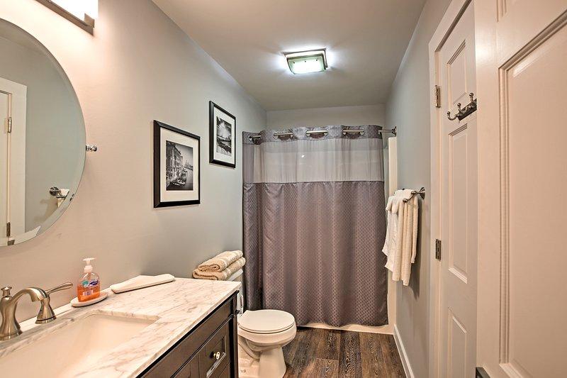 Rinfrescare per la giornata in bagno incontaminata.
