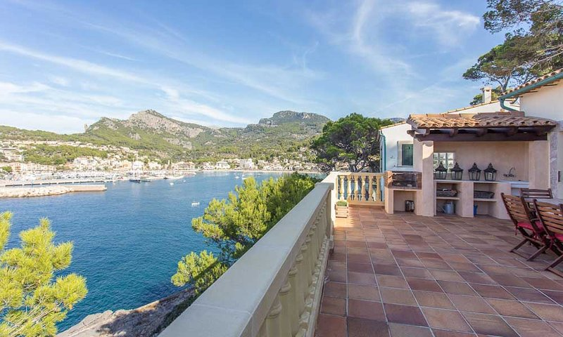 Beautiful family villa with stunning sea views & private pool, vacation rental in Soller