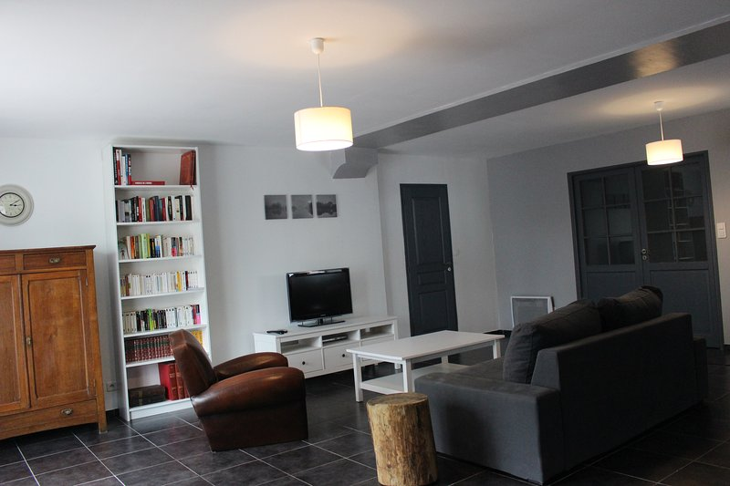 Grand T2 3 étoiles au pays basque - Cambo-les-Bains, holiday rental in Ustaritz