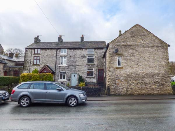 12 BUXTON ROAD, cosy cottage, pet-friendly, WiFi, in Tideswell, Ref 952123, holiday rental in Millers Dale