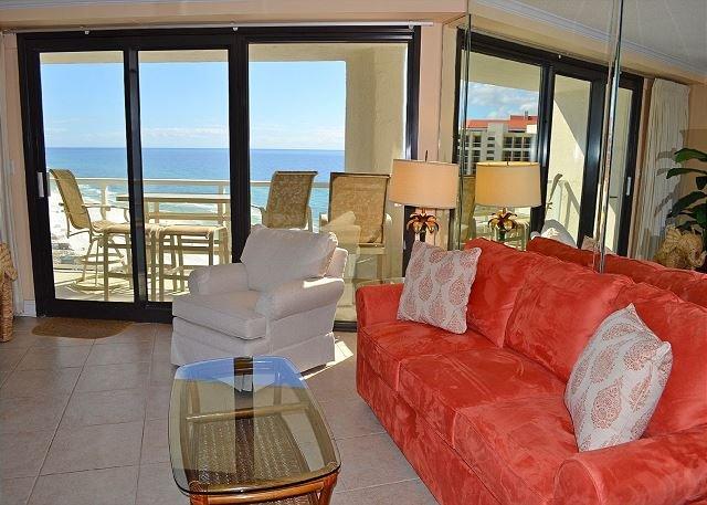 Beachside II 4342 Living Room