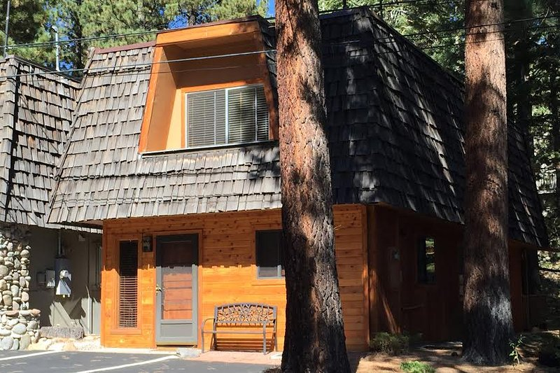 Escape to this cozy 3-bedroom, 2.5-bathroom vacation rental townhouse in Incline Village  for the ultimate Lake Tahoe getaway!