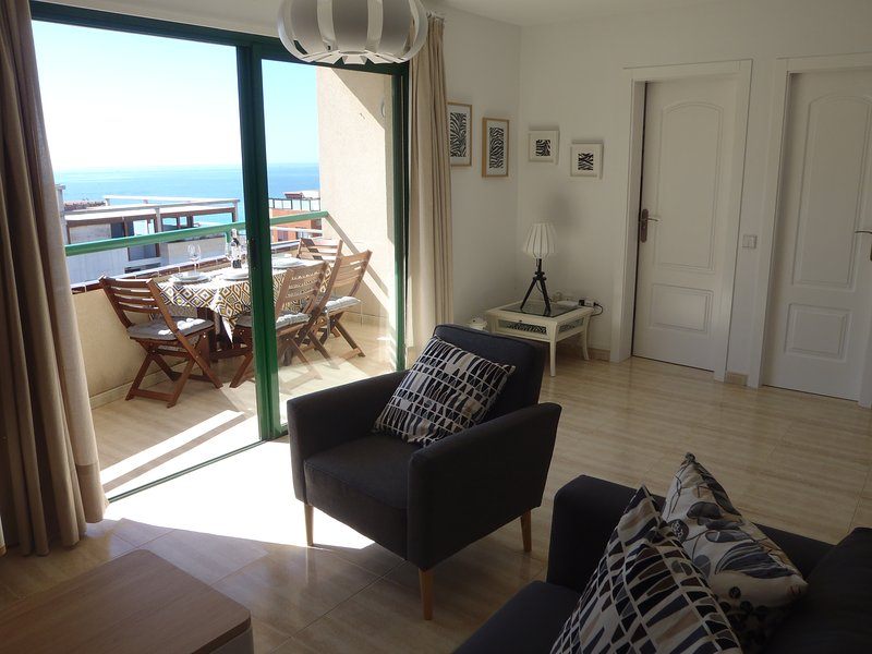 living room with direct access to the terrace, sea views