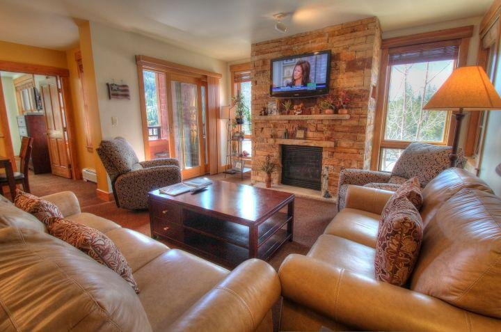 SkyRun Property - '8844 The Springs' - Living Room - Check out this new gorgeous gas fireplace!